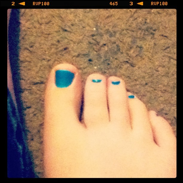 Painted toessss… ☺💙💅 #toes #nails #pedicure #pretty #blue #teal #nailpolish #painted #toenails #girly