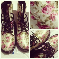Hooray for sweldo day. I now have floral printed (rain) boots <3