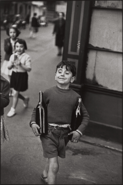 artemisdreaming:  Rue Mouffetard, Paris, 1954 Henri Cartier-Bresson Artemis:  Reblog… it makes me smile.