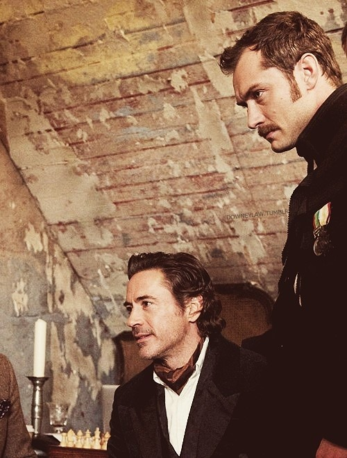bakerstreetbabes:   johnlock-hiddlestoner:   Sherlock & Watson de la pelicula   Hey, sexy army doctor and friend.   My thoughts exactly every time I see Law!Watson. Sorry, Holmes, but you've been well and truly eclipsed by the glory that is the gent to your left. One of my favorite Watsons ever :)