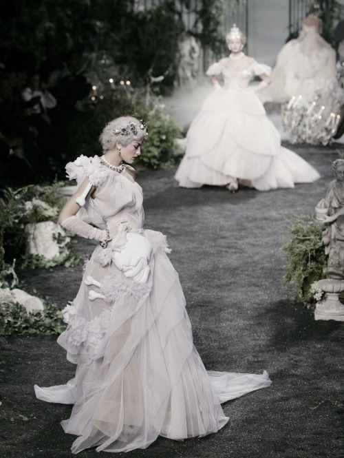 idreamofaworldofcouture:  Christian Dior Haute Couture Autumn/Winter 2005