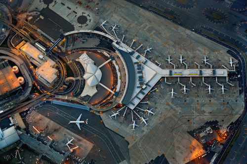 "(via Jeffrey Milstein: ""Flying"" looks at airports from the air (PHOTOS).)"