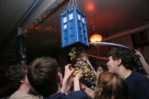 Doctor Who Tardis Piñata