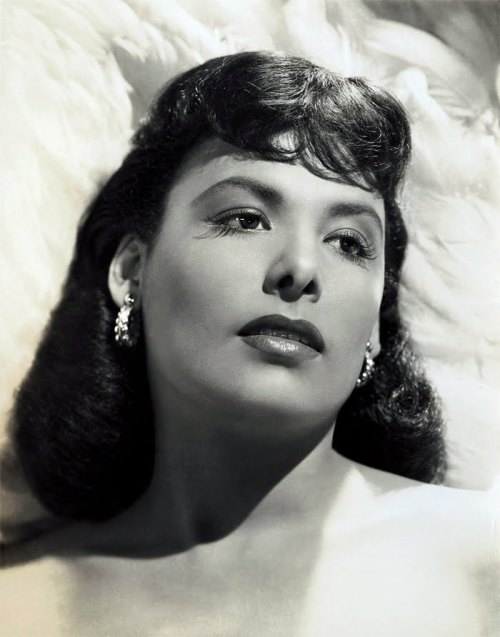 Lena Horne, 1940s Does anyone know the photographer?