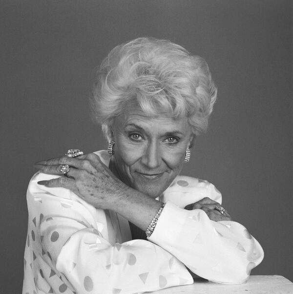Jeanne Cooper - Honor the life of late Jeanne Cooper during special tribute episode Tues, May 28. Le