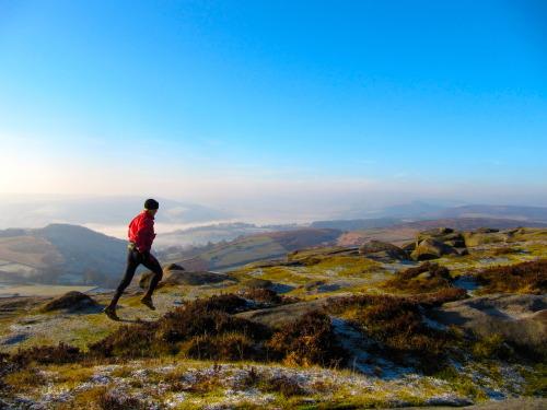 A winter morning run on Higger Tor, Hathersage, Peak District.  Photo: Dave Taylor