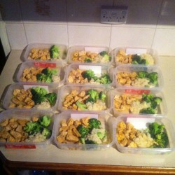 Meals for the next 3 days #weighedoutmeals #diet #bulking #broccoli #couscous #cajunchicken #reallywantaeightpack #lol