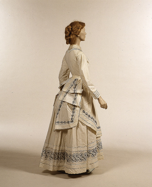 Dress ca. late 1860's From Glasgow Museums