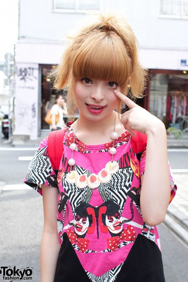 kyarylove:  source: http://tokyofashion.com/hysteric-glamour-vs-romantic-standard-g2/  One of our 2010 Kyary street snaps.