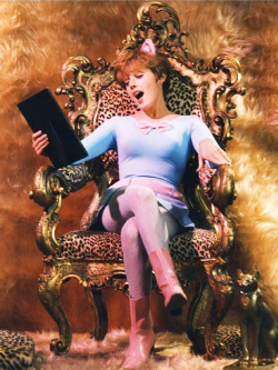 fuckyeah60sfashion:  Lesley Gore as Pussycat in Batman, 1967.