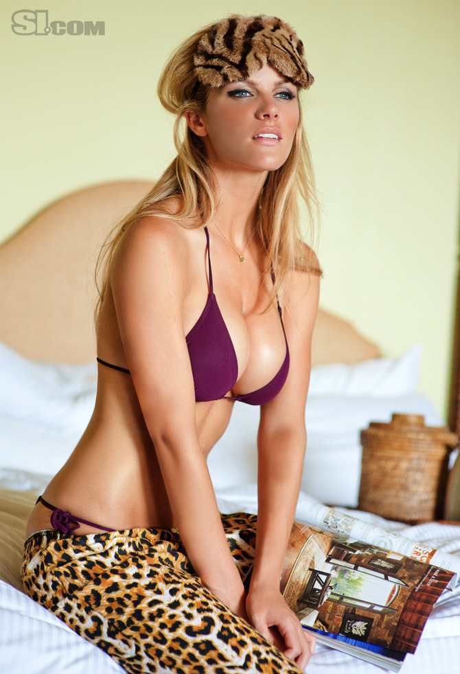 brooklyn-decker-is:  showstopping