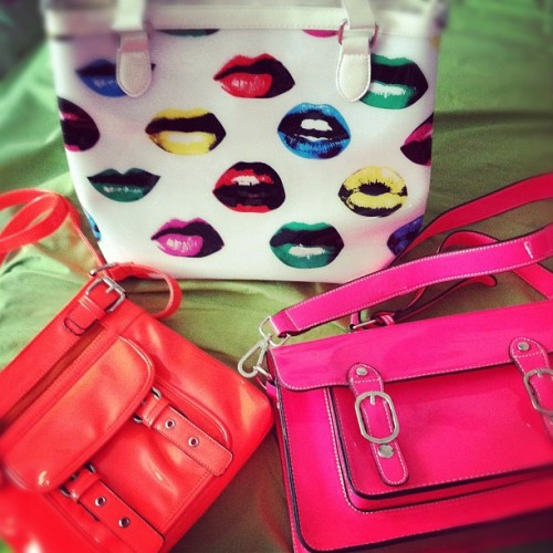 Pop of color 🎨 #purse #purses #neon #lips #mod #60s #orange #pink #bright #lipstick #bag #bags #fashion #retro #kawaii #cute #fashionable