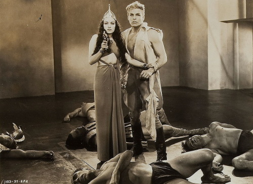 monsterman:  Flash Gordon (1936) Flash Gordon (Buster Crabbe) and Princess Aura (Priscilla Lawson)