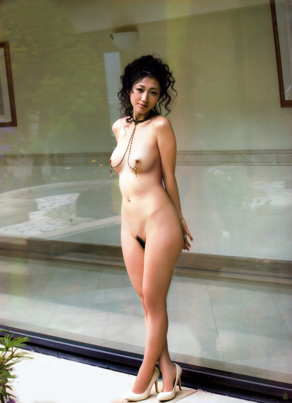 Asian model with nipple accessories ★ Let's talk: My Discussion Forum whiterabbit0117:  Urak scan Dan Mitsu 699344