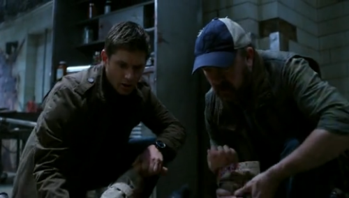 sociopathinabox:  apocalypse-averted:  DEAN IS HOLDING CAS'S HAND HE COULD'VE GONE FOR THE FOREARM LIKE BOBBY DID BUT NO HE WENT FOR HIS HAND
