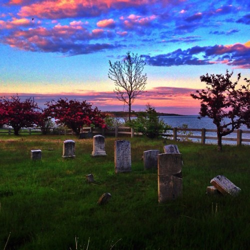 Old Settlers Cemetery (1658) in South Portland, Maine. Yep, that's the ocean in the background.  (at Old Settlers Cemetery)