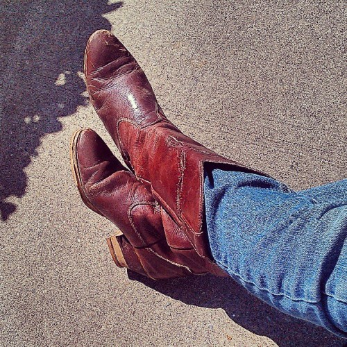 Rockin the #cowboy #boots!! Enjoying the #sunshine