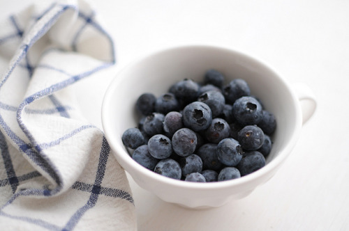 coldheartx:  blueberries by Creature Comforts on Flickr.