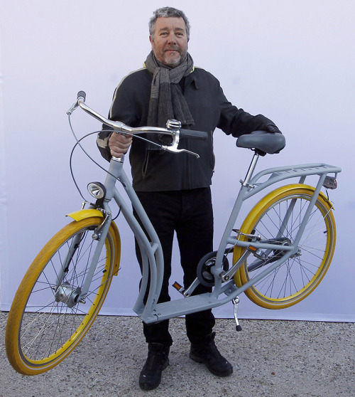 Philippe Starck's PIBAL, an Urban Hybrid Bike/Scooter, Gets Produced In 3000 Units by Peugeot. http://dcult.net/XN9DO5