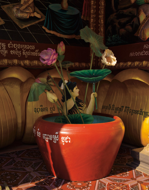 FLOWER POT WOMAN / ANGKOR © JPDOMINGUE