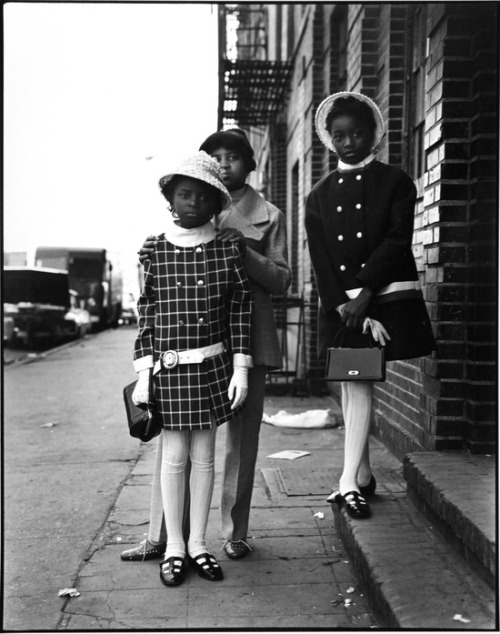 theswinginsixties:  Three Girls, East 100 St, New York City, 1966. Photo by Bruce Davidson.