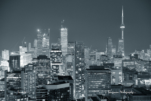 nycelevated:  Toronto dusk by Songquan Deng on Flickr.