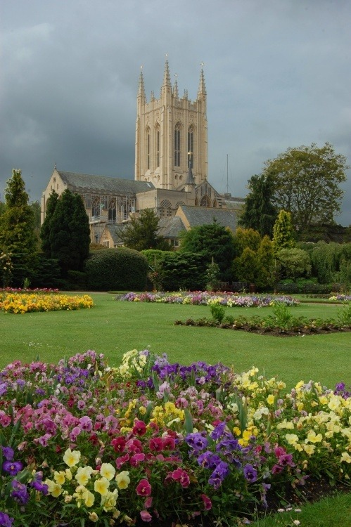 fuckitandmovetobritain:  Bury St Edmunds