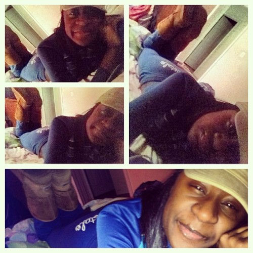Chilling how i be chilling ; #sundayswagg 💙💙💙😘😘❤