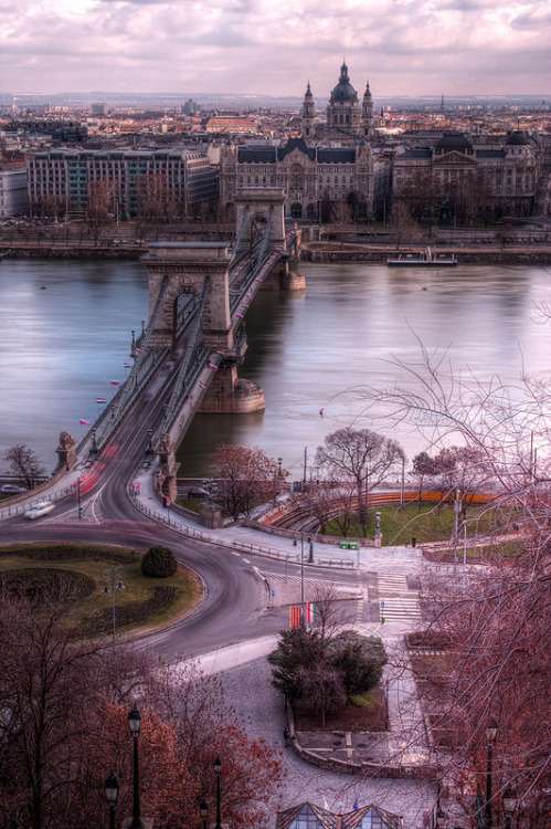 intothegreatunknown:  Connecting Buda and Pest