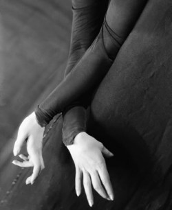 thedoppelganger:  Dancer Tilly Losch's hands, ph. E O Hoppe