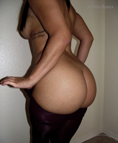 aristtaroxxx:  My ass looks enormous in this pic hahaha.  Yes lawd
