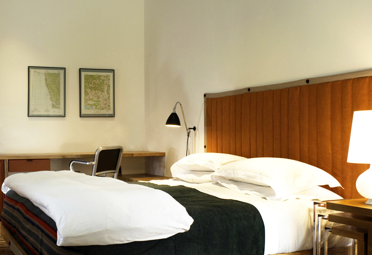 H2 Hotels in Healdsburg California recently won the Fodor's 100 Hotels 2012 award as one of the trendsetting hotels of the world. This LEED gold certified project by David baker + Partners and Marie Fisher is a good example of re-using materials focus, with planted roof, solar panels, bamboo flooring and Emeco Navy Swivel Chair made from recycled aluminum.  .
