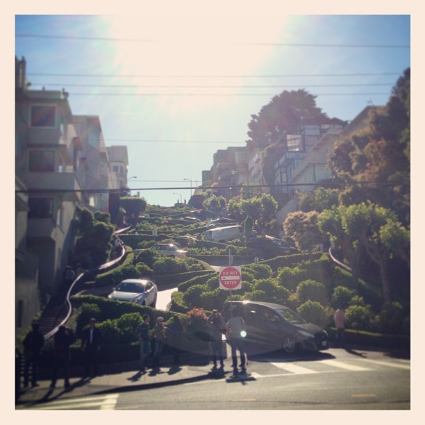 Lombard Street #SanFrancisco  (at 1005 Lombard St)
