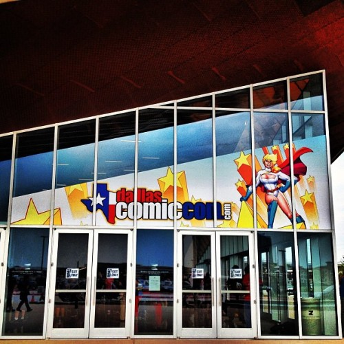thescienceofwonder:  Goodbye Irving Convention Center! You were strange and kind of small and your parking garage was hot to stand in for hours on end but you hosted my first ever Comic Con and for that I thank you. 😊✌ (at Irving Convention Center at Las Colinas)
