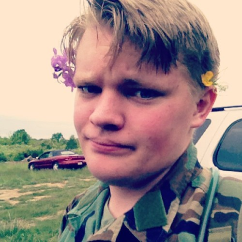 therunamucks:  by-odins-neckbeard:  I was a beautiful princess this weekend  OH SENPAI, SO BEAUTIFUL.  9/10. Needs more flowers. Would operate with.