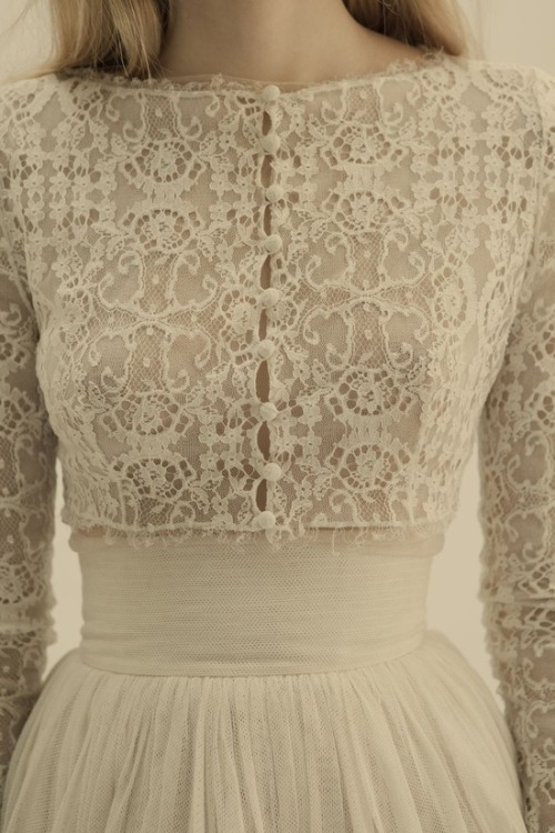 a-harlots-progress:  wedding dress lace detailing from Cortana Bridal  ~ellaphoa~ A blog of vintage, lace, elegance.