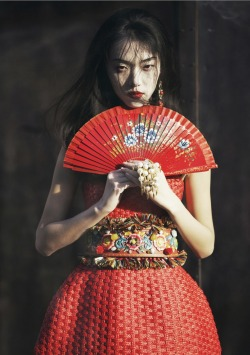 Tian Yi in Dolce&Gabbana for Elle Vietnam, May 2013
