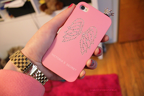 varsitypink:  crown dust plug for my phone came in, I'm obsessed with it