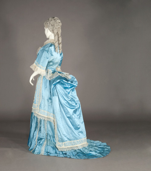 Dress, 1870-75 From the Kobe Fashion Museum via Fashion Press