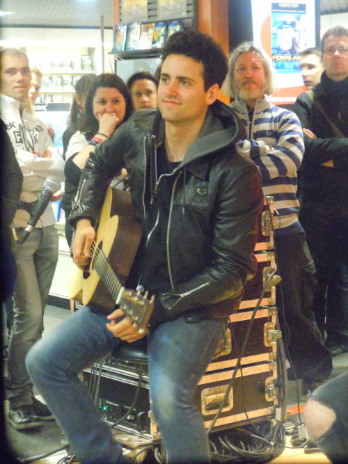 toulousemylife:  Freddie Cowan, Fnac store in Bourges (FR) - April 27th, 2013