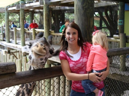 devildoll:   the giraffe is much more interested in being in this photo than the kid is