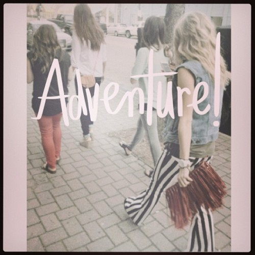 Swing life away.. #ABeautifulMess #girlsnight #fashionista #adventure #girlfriends #nightout (at adventureland)