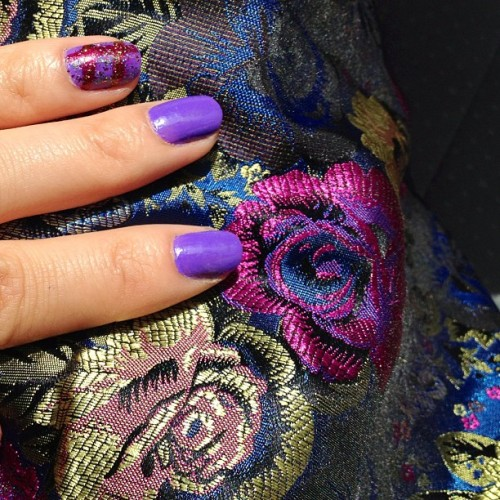 Busting the spring nail polishes :) // #spring #purple #ootd #boohoo #floral #roses #skirt #diysguised #forever21 #f21 #nailpolish #flowers #jacquard