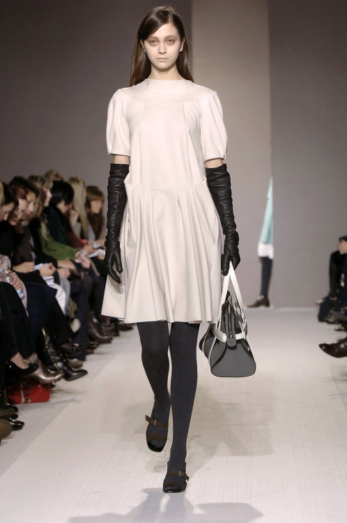 gaptoothbitch:  MARNI FW 2006  those gloves.