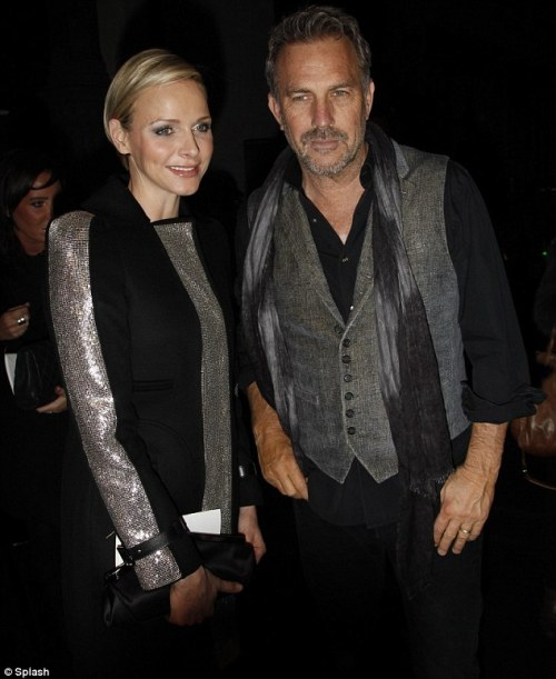 Celebrity Scarf Watch: Kevin Costner looking very distinguised at the Versace show at Paris Fashion Week, wearing a grey and black scarf.