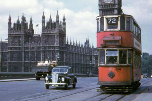 top-gear-ambitious-but-rubbish:  London in 1950s, Westminster Bridge.