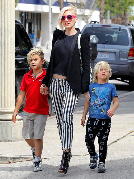 MOMMY ON-THE-GO: Yasssss! The stylish GWEN STEFANI was spotted hanging out with her boys yesterday! Six-and-a-half year young Kingston and 4 1/2 year-younger Zuma hung tight to their mommy while strolling the streets of Los Angeles. I can not get enough of this family! xo Follow @rozOonTheGo photo: ramey
