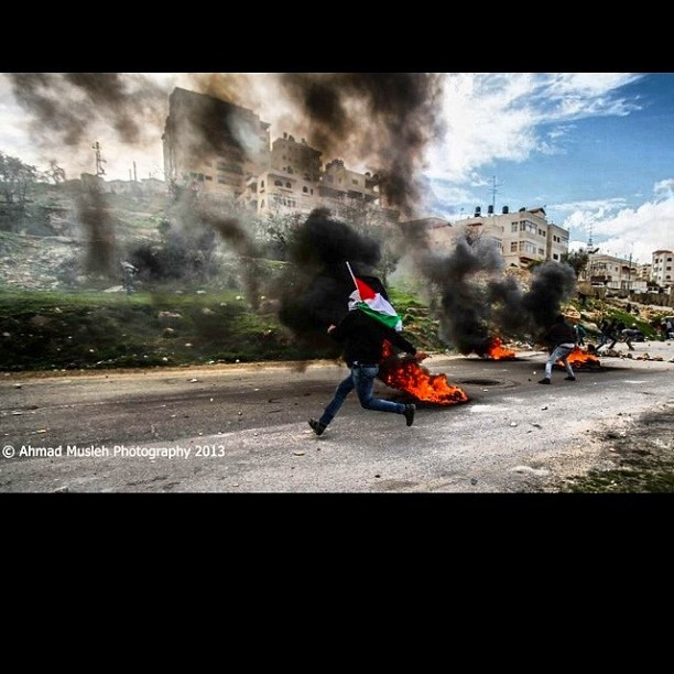 امام سجن عوفر الاحتلالي  In front of ofer prison  #palestine #Palestinian #photography #photo #ahmadmesleh #eyeonpalestine #beautiful  #canon #camera #creative #talent #good #image #picoftheday #bestoftheday #top #palhunger #fire #brave #man