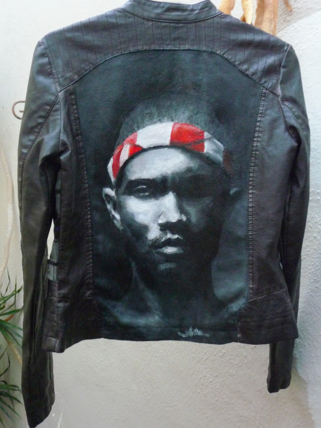 frankoceanitaly:  adondichenita:  i bought a $10 leather jacket from Macy's with the ugliest plaid back so of course i had to do something about it. handpainted with acrylic  #I Want This!