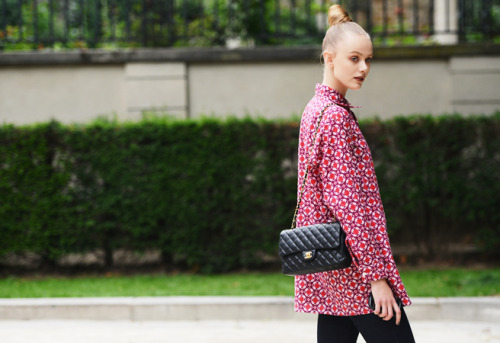 vogue-flair:  heartgoestofashion:  streetarchive:  Frida Gustavsson  street style blog  message me if you're a 100% street style blog, i need more blogs to follow!